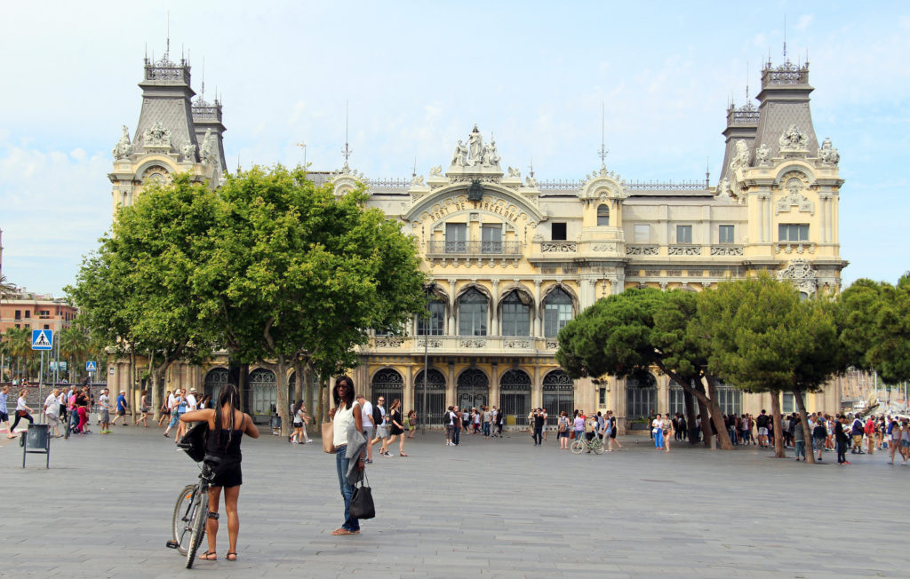 El edificio del Portal de la Pau, que había acogido la sede de la Autoridad Portuaria de Barcelona, se transformará en un Centro de Interpretación del puerto [Imagen de Fred Romero]