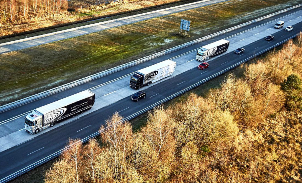 Daimler probó camiones conectados formando un convoy en carreteras norteamericanas. [Imagen: Daimler]