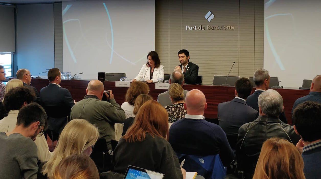 La presidenta del Port de Barcelona, Mercè Conesa acompañada de Jordi Puigneró, consejero de Políticas Digitales y Administración Pública de la Generalitat en la presentación del SmartCataloniaChallenge.