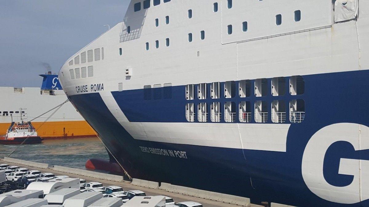 Barco con batería de iones de litio de Grimaldi haciendo escala en el Port de Barcelona. (Foto del Port de Barcelona)