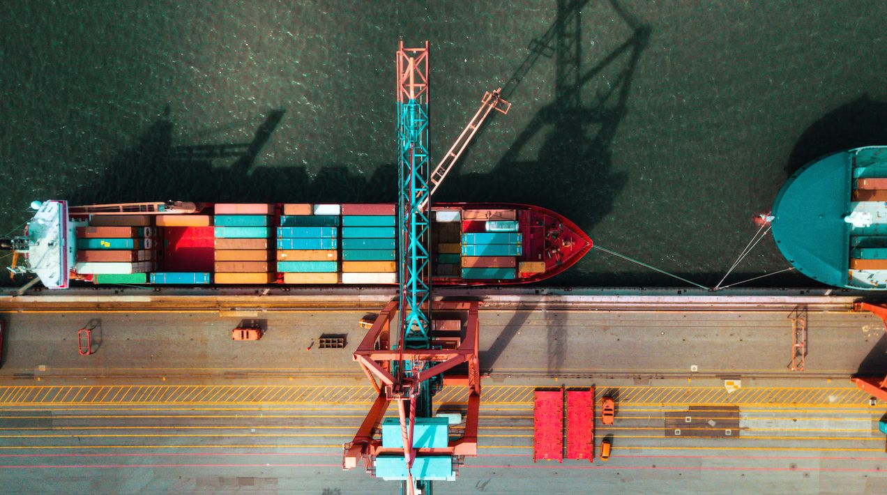 Algunas industrias portuarias, como las del petróleo y el carbón, se ven amenazadas, con lo que los puertos deben encontrar otras maneras de desarrollar industrias. (Gettyimages)