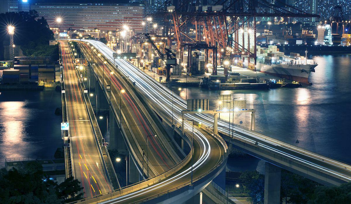Los puertos suelen tener un alto flujo de movimiento proveniente de las carreteras como los camiones pesados o los coches necesarios para recoger a los pasajeros de los buques. (Gettyimages)