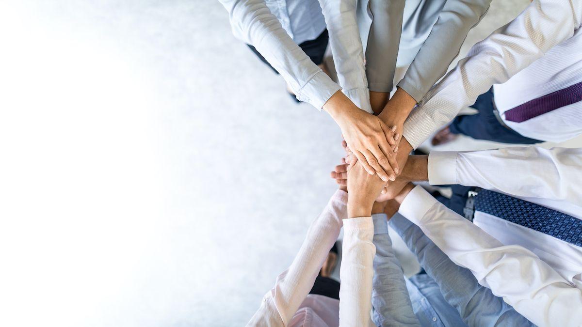 Una de las habilidades sociales a tener en cuenta es la capacidad de trabajo en equipo. (Gettyimages)