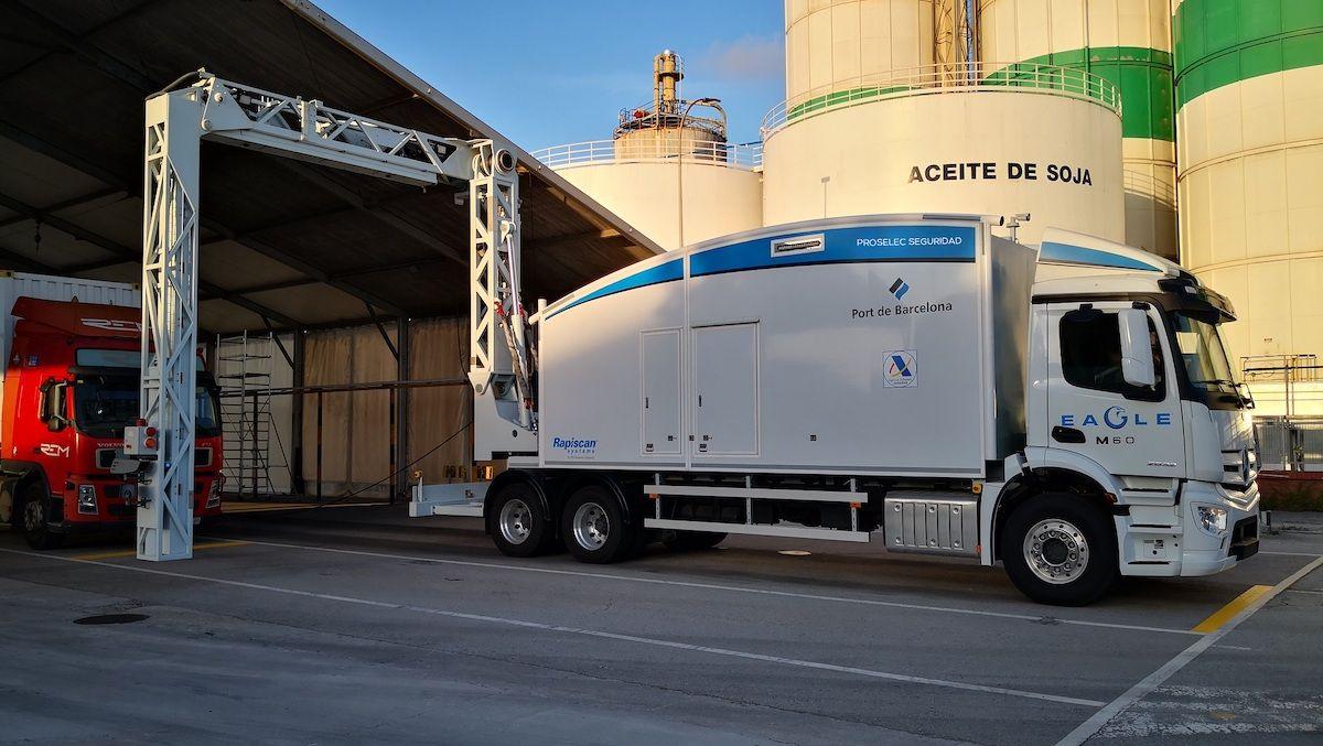 El Port de Barcelona acaba de cambiar de modelo de escáner y ahora cuenta con uno de última generación, el Rapiscan Eagle M60 de Proselec Seguridad. (Port de Barcelona)