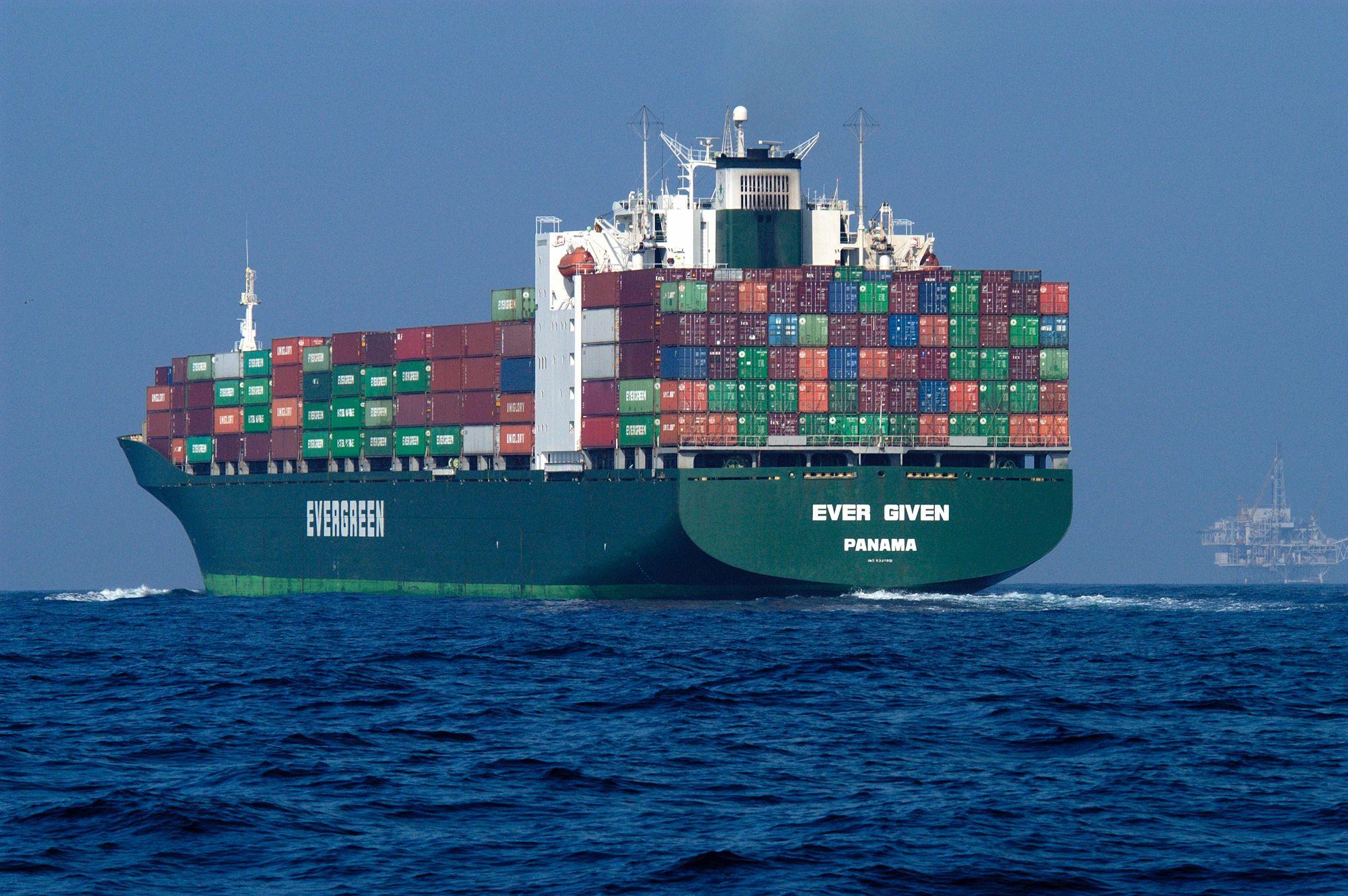 ¿Podría ser que el incidente del Ever Given contribuya a aminorar o detener la tendencia a construir barcos cada vez más grandes? (Creative Commons)