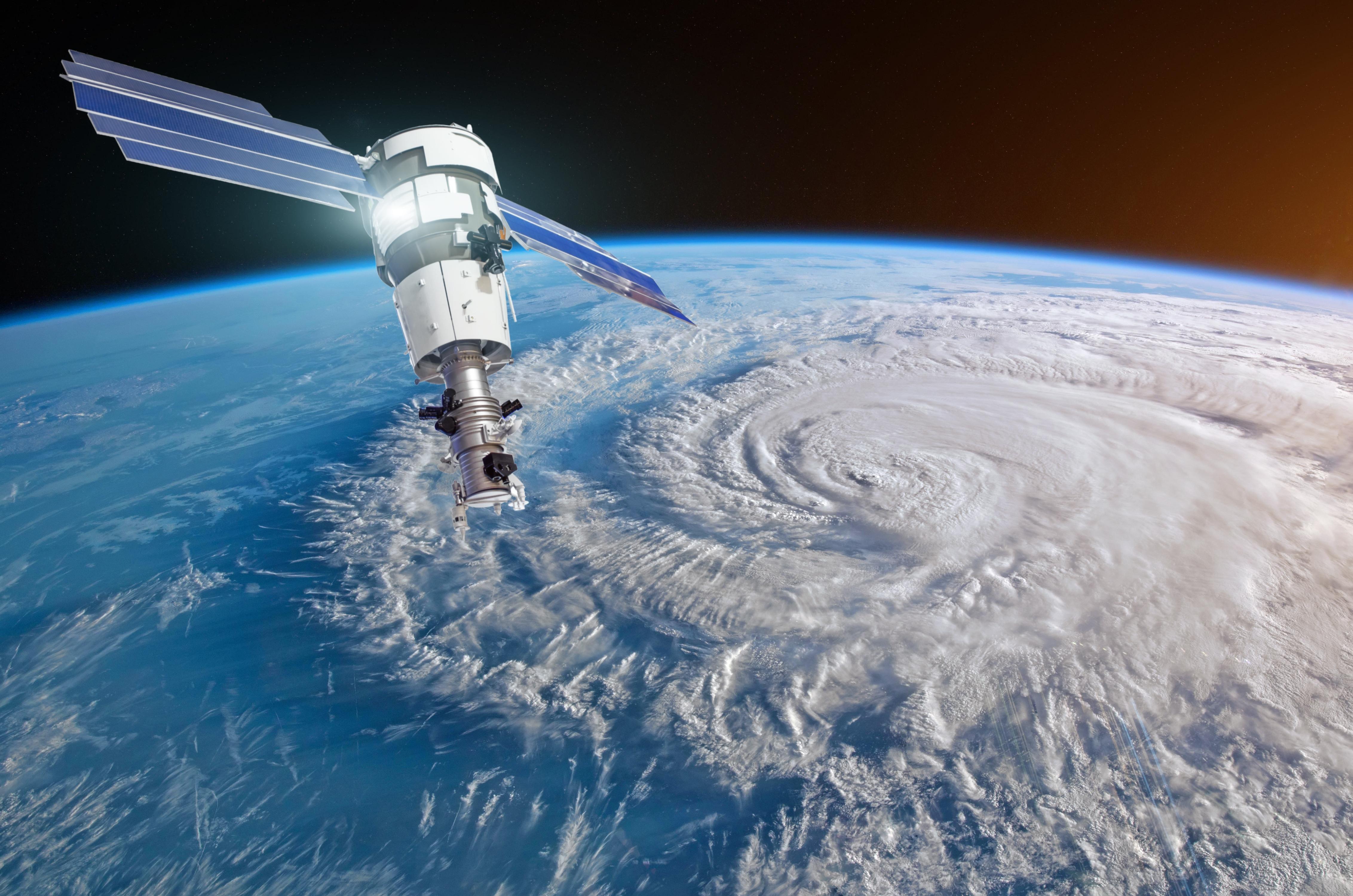 Los satélites mejoran sustancialmente la captación de datos realizados con sensores colocados en boyas. (GettyImages)