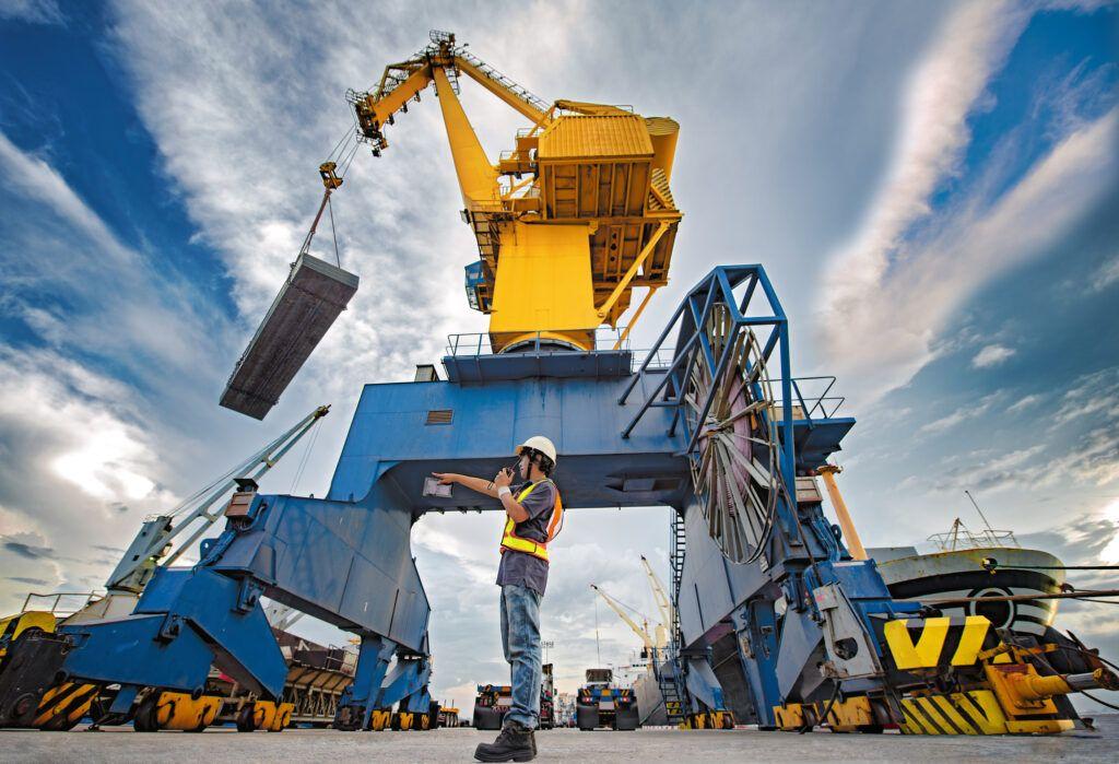 Los problemas asociados a las dificultades de producir determinados productos se han visto agravados por las alteraciones del transporte marítimo. (GettyImages)